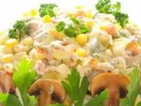 рецепт Шикарный салат из куриного мяса с грибами, заправленный сметаной