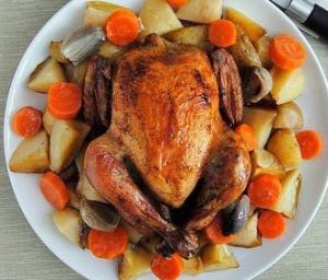 Курица запеченная с картофелем и морковью в белом вине