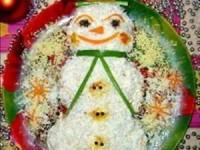 Новогодний салат «Снеговичок»