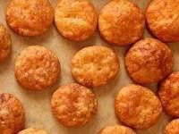 Острые крекеры с сыром чеддер