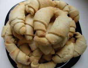 Песочные ореховые рогалики с корицей
