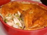 Пирог с курицей и грибами в горшочках