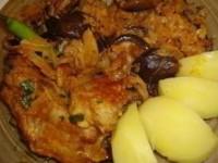 Свинина, тушёная с грибами и капустой