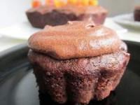 Шоколадный кекс с грушей