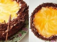 Бисквитный торт с сливками и грушами