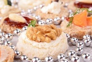 Простые новогодние канапе с орехами и сыром - новогодние рецепты