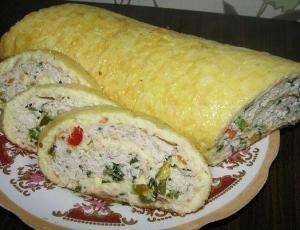 Сырно-яичный рулет с куриным фаршем