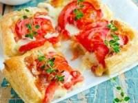 Торт с помидорами и сыром