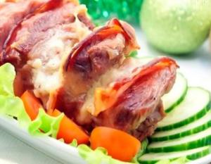 Мясо с беконом и сыром - новогодние рецепты