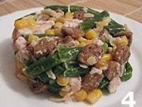 Салат из фасоли с копченой курицей
