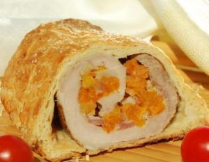 Свинина с курагой и кедровыми орехами в тесте