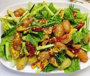 Теплый картофельный салат с вялеными томатами