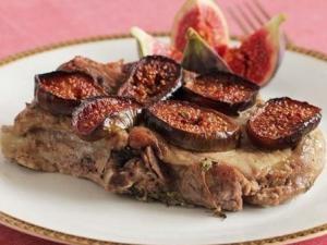 Маринованная свинина, запеченная с инжиром