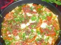 Сулугуни, запеченный с помидорами