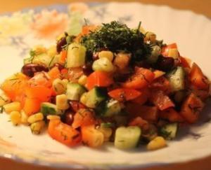 Вкусный овощной салат с красной фасолью