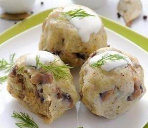 Картофельные кнедлики с грибами