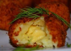 Картофельные шарики с сырной начинкой
