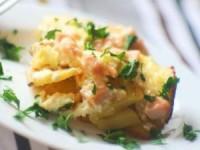 Картофель под сырным соусом с ветчиной