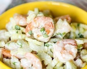 Легкий салат с креветками и сельдереем