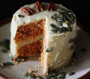 Морковный пирог с кремовой лимонной глазурью