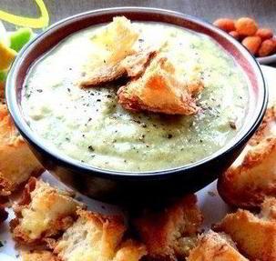 Чесночный французский суп с крутонами