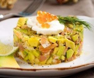 Салат с креветками и рыбой