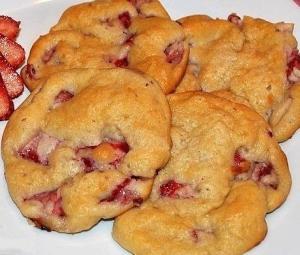 Печенье со свежей клубникой