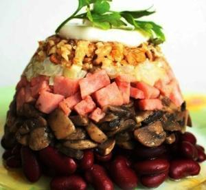 Салат фасолевый с ветчиной и грибами