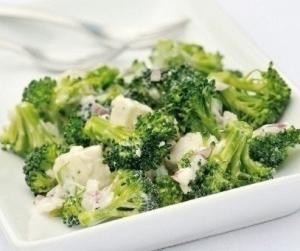 Салат с брынзой и брокколи