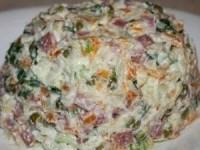 Вкусный салат с копченой колбасой
