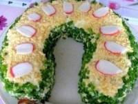 Слоеный салат со шпротами Подкова