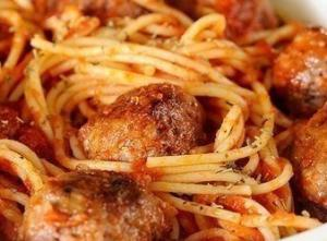Спагетти с фаршем и помидорами