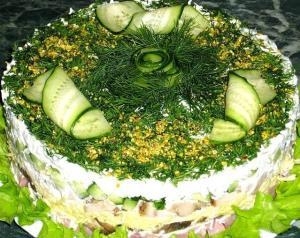 Мясной салат с фисташками