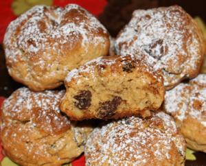 Домашнее печенье с орехами, изюмом и шоколадной крошкой